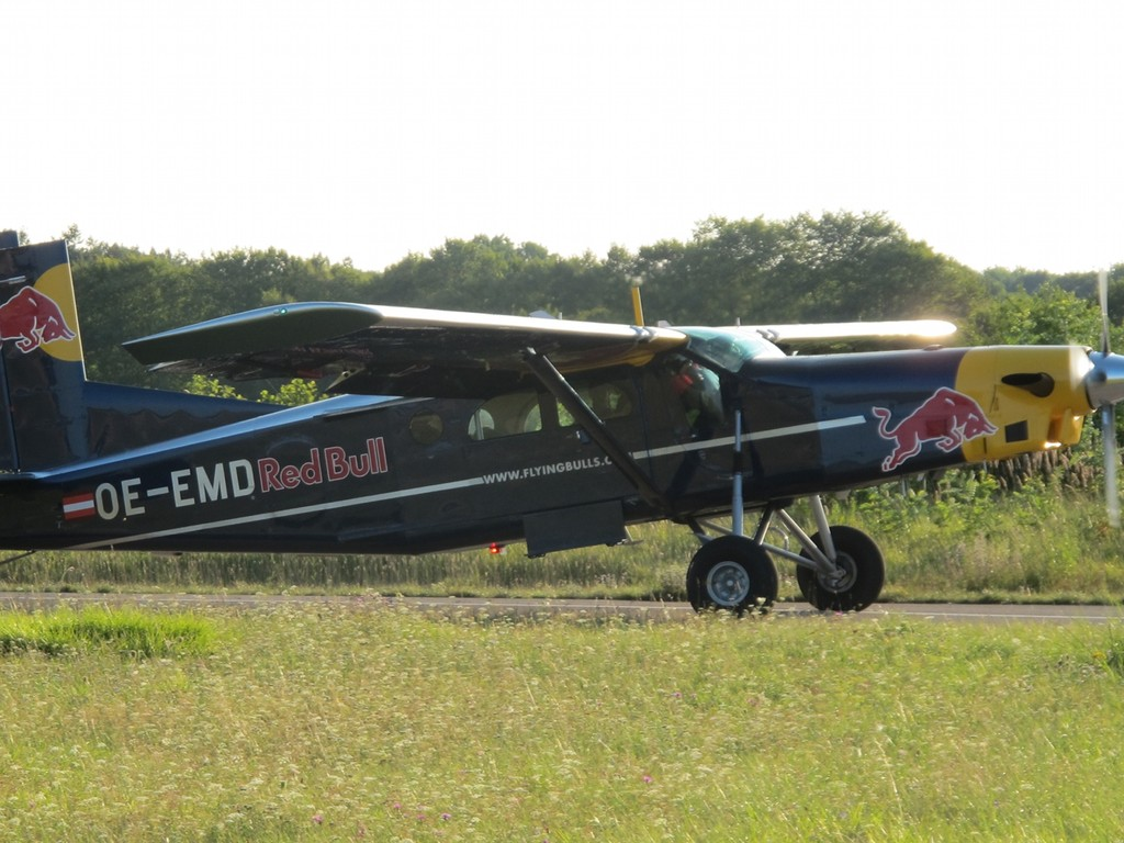 Pilatus PC-6 der Flying Bull's rollt zum Start