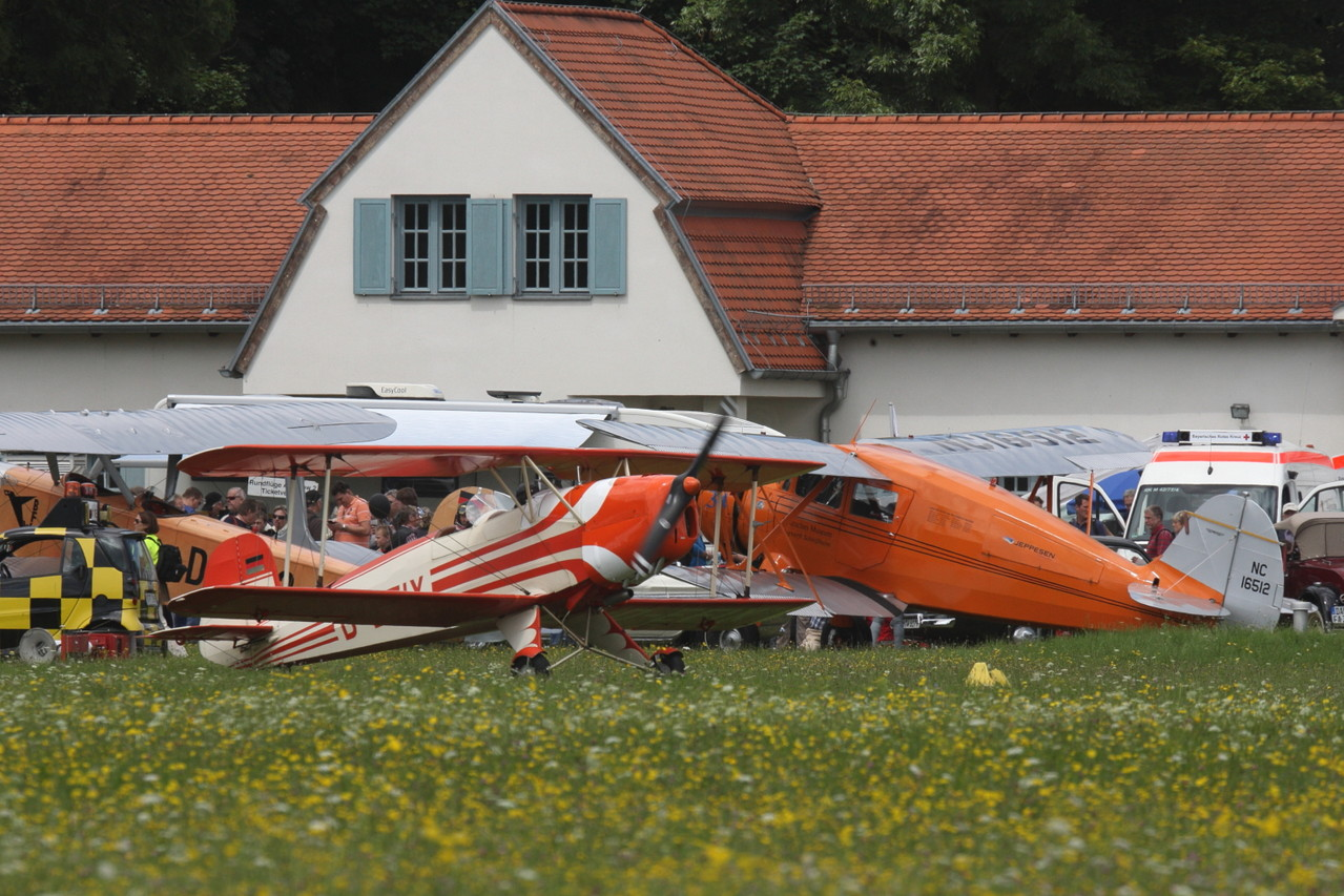 Static Display vor erstem Flugplatzgebäude. Foto: PE