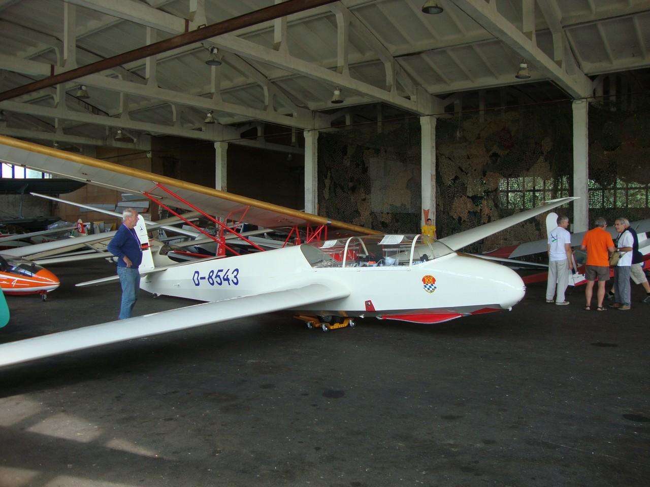 Der riesige Hangar in Pocuinai. Foto: Auer
