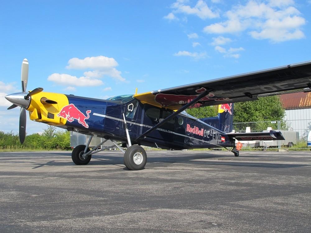 Pilatus PC-6 der Flying Bull's auf dem Vorfeld in Oberschleißheim