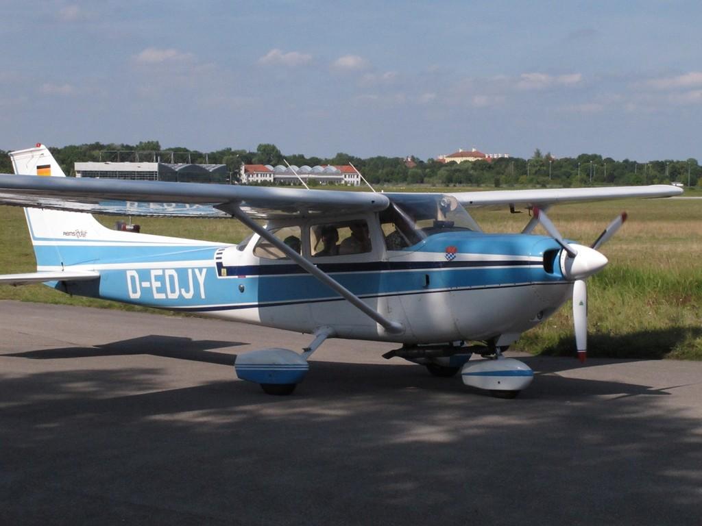 vielen Dank an Rainer mit Cessna 172 Rocket