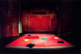 Scénographie de Peter Brook dans Hamlet.