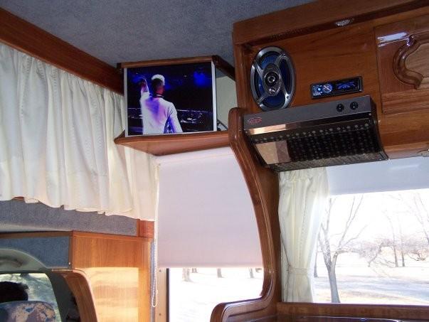 PANTALLA LCD - STEREO CON DVD - SINTONIZADOR DE CANALES
