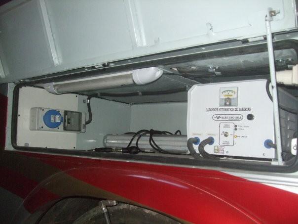 Tablero de ingreso energía 220 volts - Cargador automático de baterías