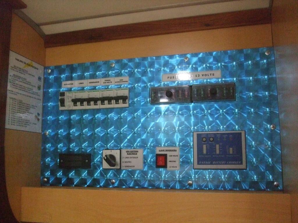 TABLERO GENERAL DE ELECTRICIDAD 220 V - 12 V