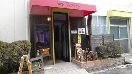 入口は狭いです(´・_・`)