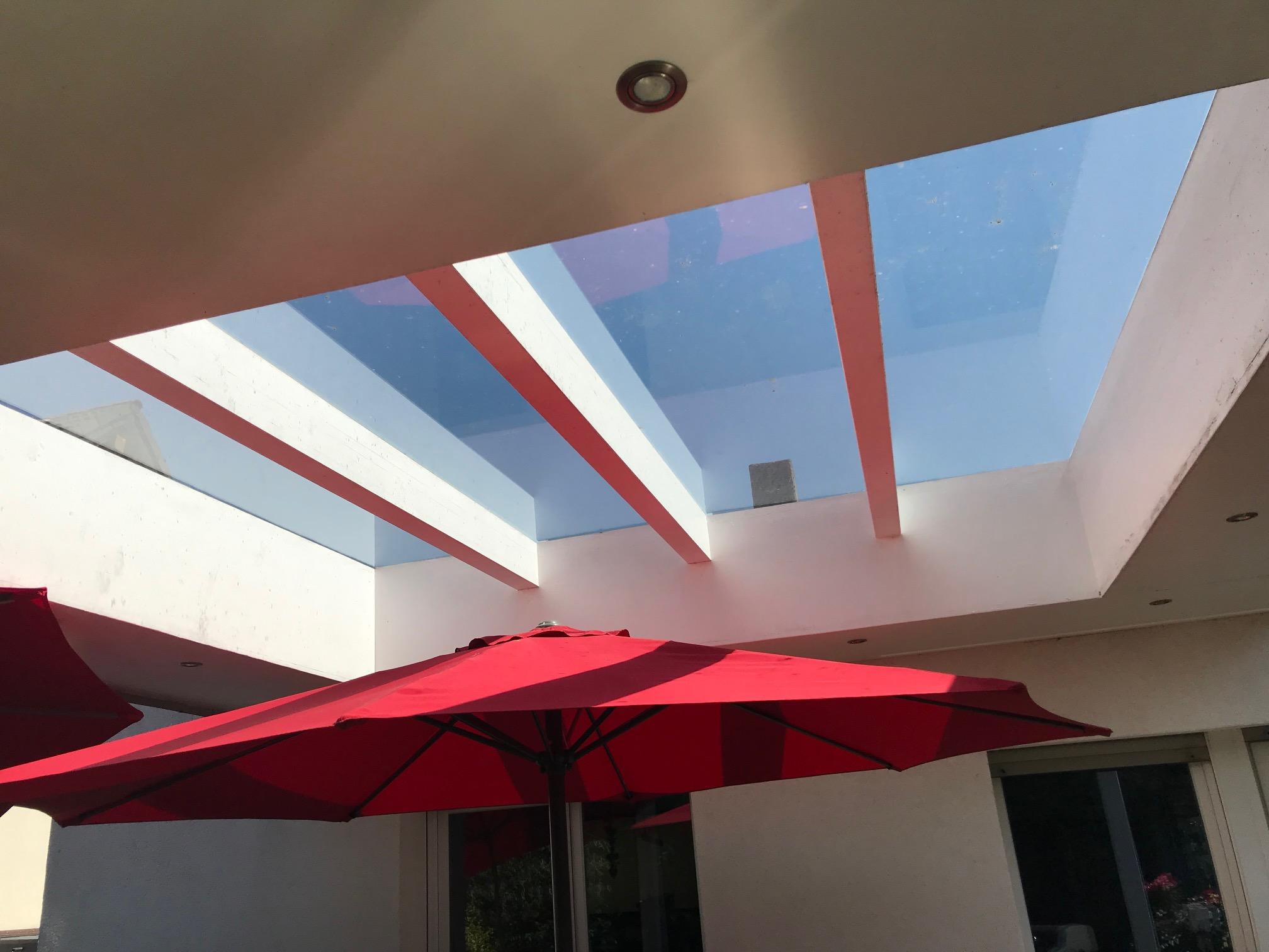 Gut überlegt! Das Dach mit Glasscheiben oder Plexiglas auslegen