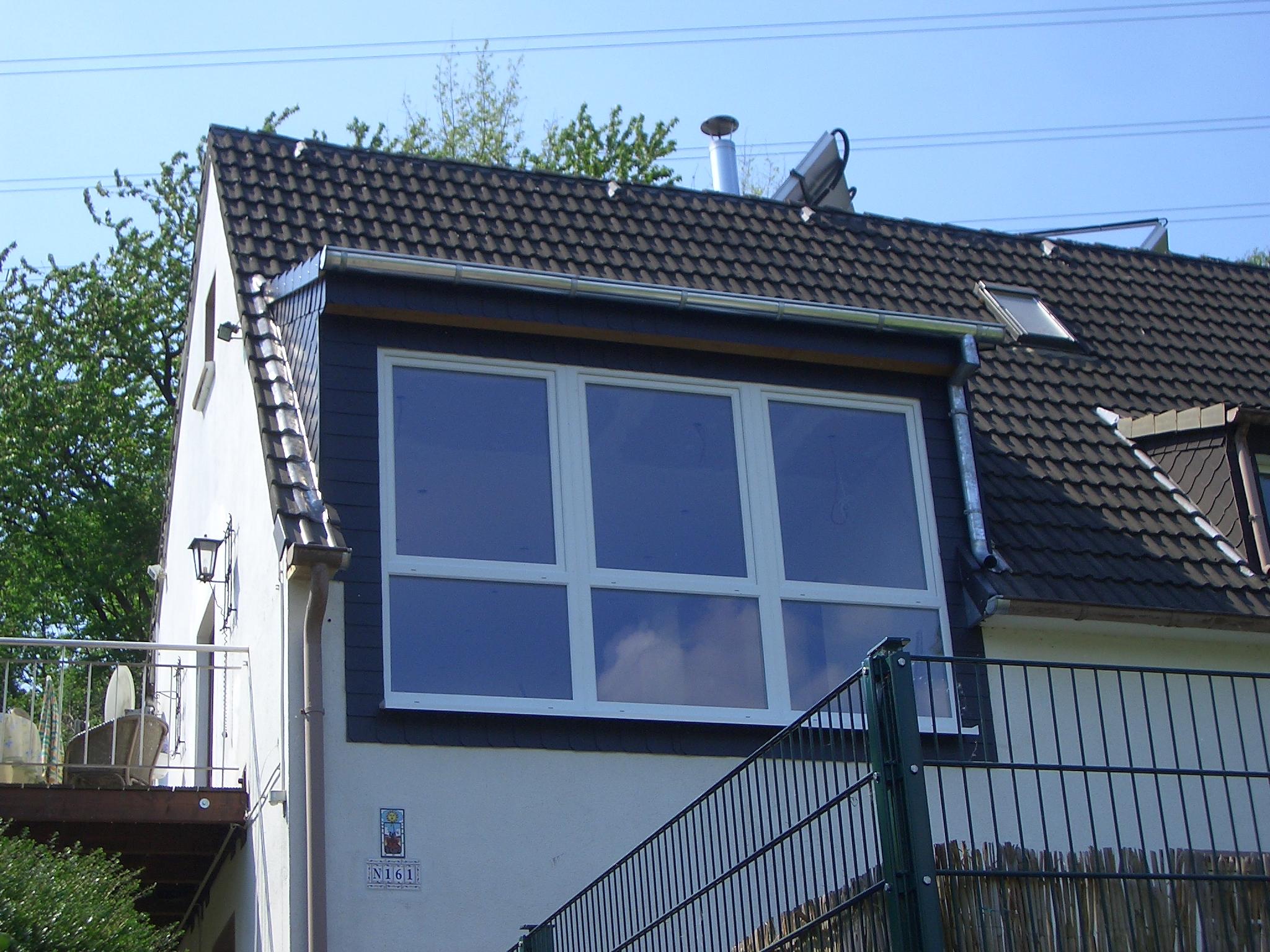 Gaube mit großen Fensterelementen für den klaren Durchblick