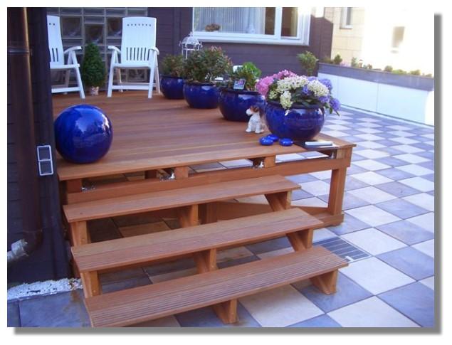 Individuell fertigen wir auch Treppenstufen für das Holzpodest