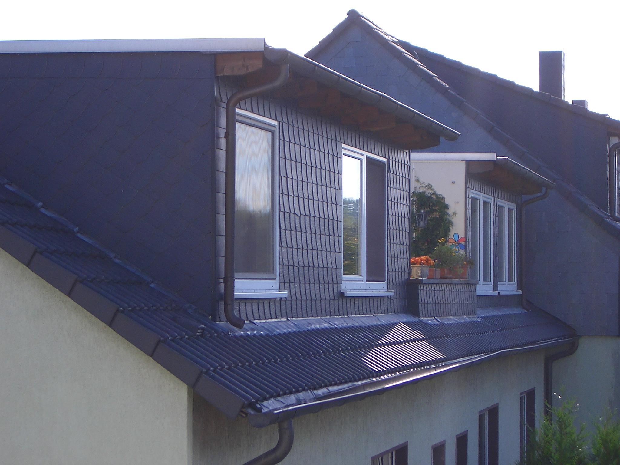 Gaube mit Schiefer und einem Dachüberstand