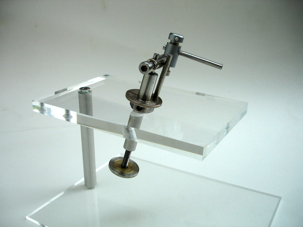 Attach connector and needle shaft. Attach Luer glass needle holder.