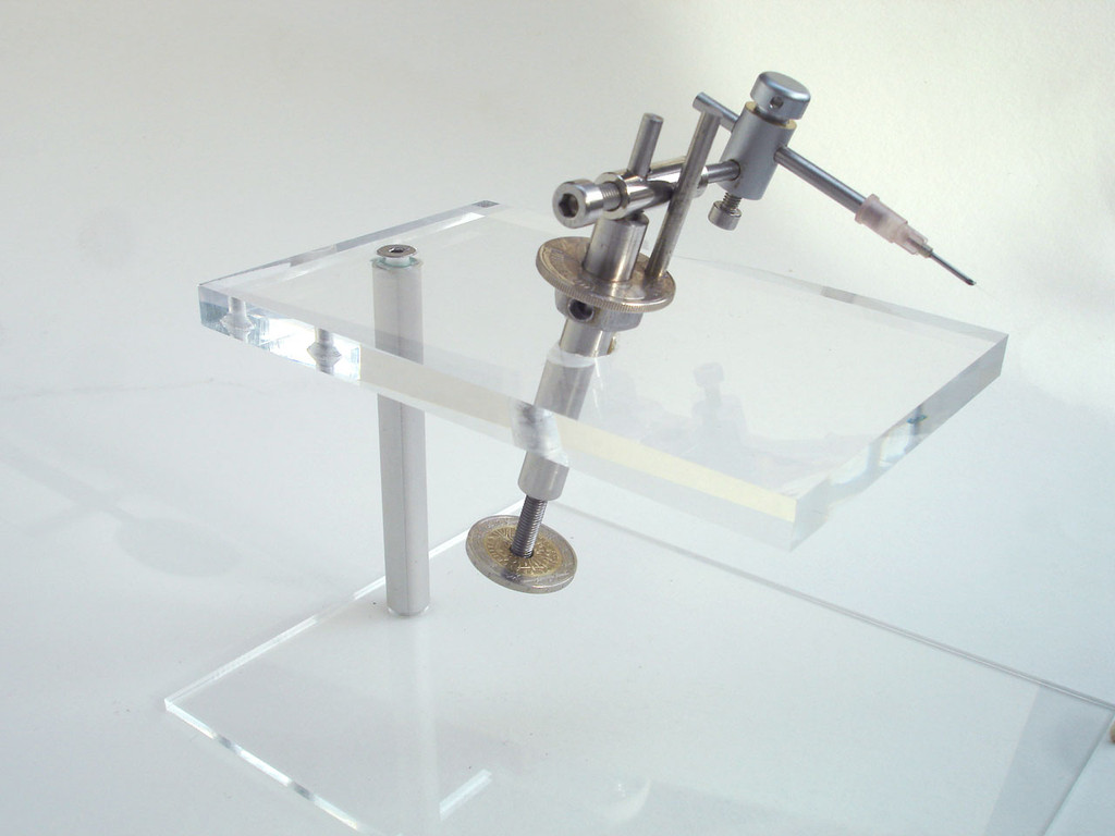 An overview of the manipulator showing the cut off Luer needle fitting containing the glass needle.