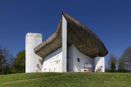 ロンシャン礼拝堂 設計:ル・コルビュジエ(1955)