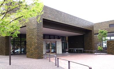 新潟市美術館 設計:前川國男 1985年