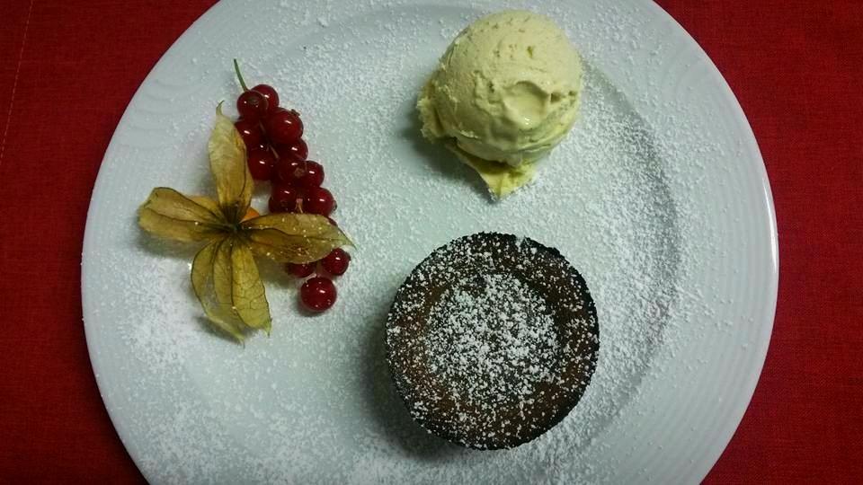 Schokosouflé mit Vanilleeis