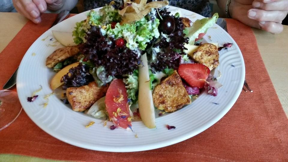 Sommersalat mit Pute und Früchte