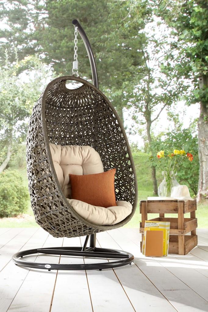 Bubble Chair mit Gestell im Schlafzimmer