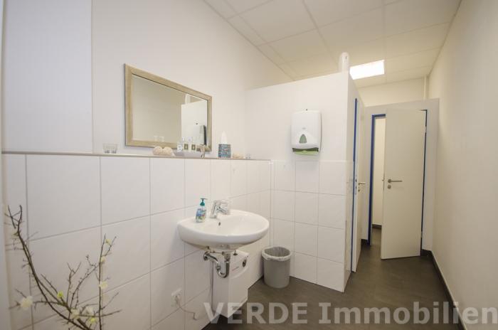 Neue Damen-Toilettenanlage