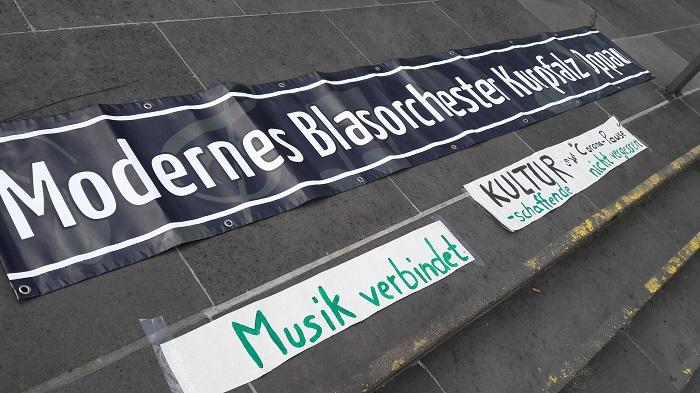 Impressionen der musikalischen Kundgebung zu Muttertag vom Modernen Blasorchester Oppau (Bildrechte: MBO)