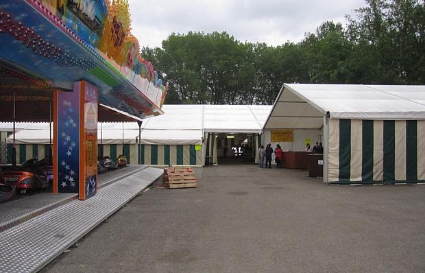 Aufstellungsbeispiel Festzelt mit angrenzendem Vergnügungspark!