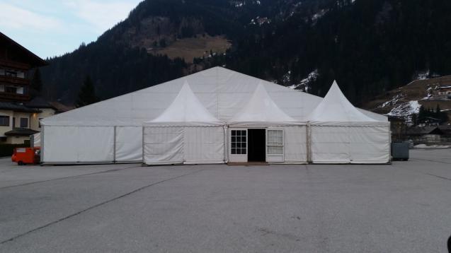 25er  Zelt mit Pagoden als Eingang