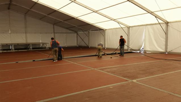 Zelt mit Stahlrahmenboden