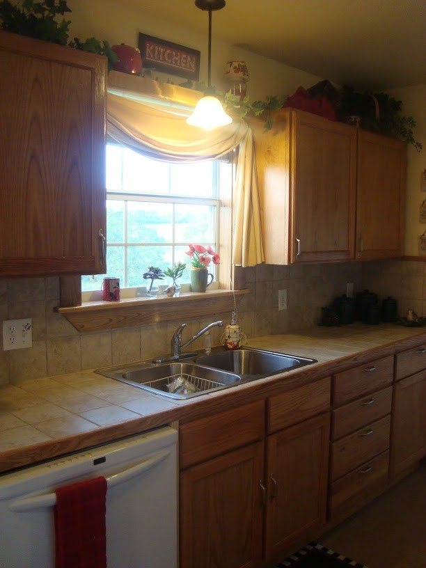 kitchen with mountian view while you wash your dishes!