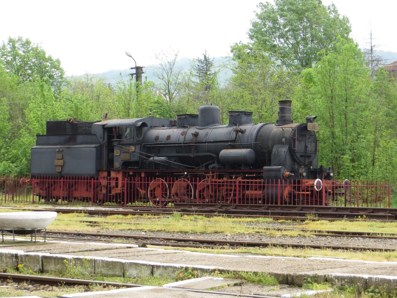 Alte Lokomotive auf dem Bahnhof in Oravita