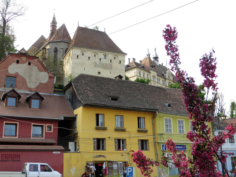 Blick aus der Unterstadt auf die bewohnte Burg - UNESCO Weltkulturerbe
