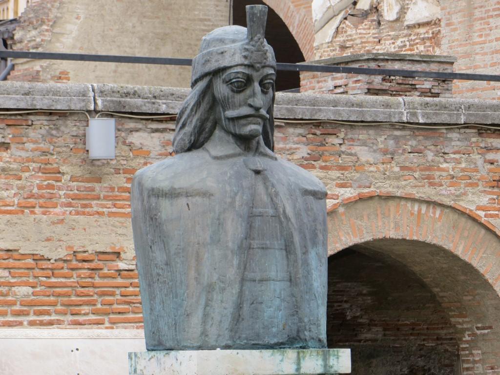 Büste von Vlad Tepes im alten Fürstenhof