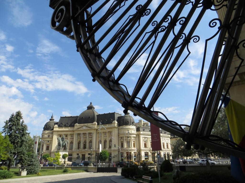 Blick vom ehemaligen Königspalast auf die Universitätsbibliothek