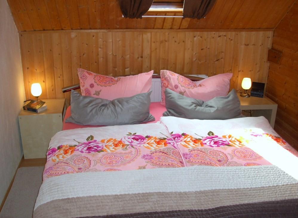 Schlafzimmer mit Doppelbett 160x200