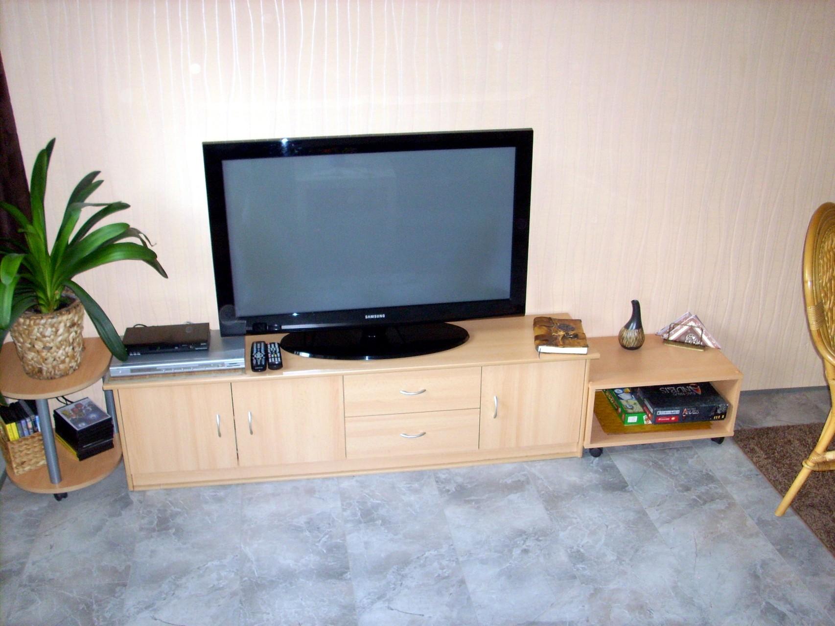 "TV / DVD 42"" 106cm"