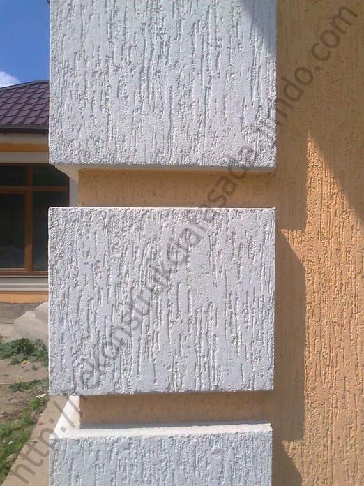 монтаж декора из пенопласта и нанесение короеда ( фактура дождик фракция 2 мм)