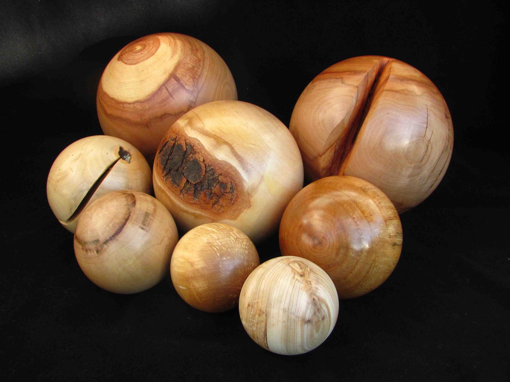 Auswahl an Holzkugeln