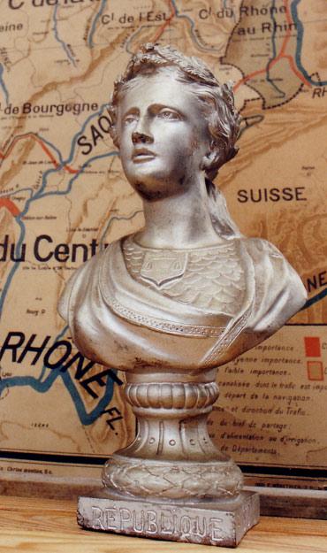 Marianne veille sur l'école de Jules Ferry