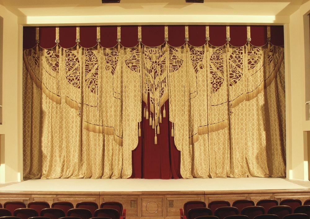 О.Попова Занавес основной сцены Белгородского государственного академического драматического театра имени М.С. Щепкина  2001