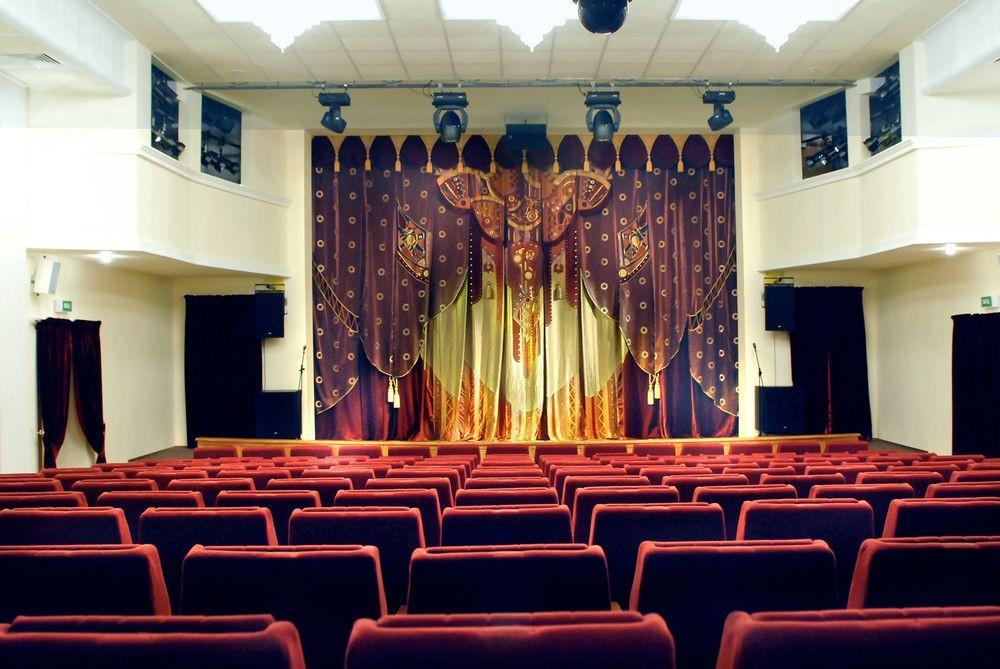 О.Попова  занавес основной сцены  Белгородского государственного театра кукол  в интерьере зрительного зала 2008