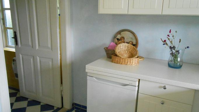 Übergang von der Küche zum Badezimmer
