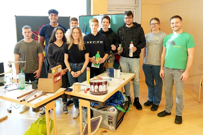 SchülerInnen des BORGL-Standes warteten mit vielen Experimenten auf Besucherinnen und Besucher.