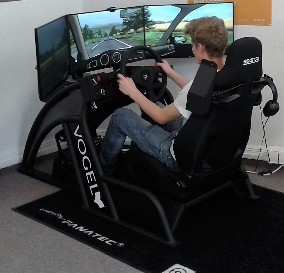 Bei uns kannst Du am Simulator für die Klasse B ...