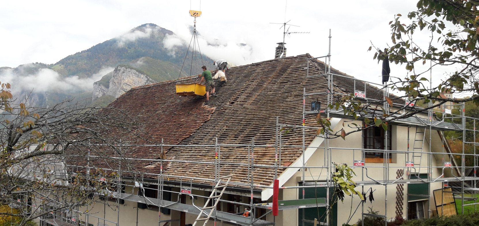 Couverture tuiles écailles à Faverges (74) Avant