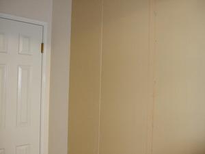トイレ前の空間とお店、壁を作ってふさぐ