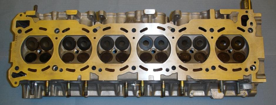 Überholter Zylinderkopf für Nissan Skyline.