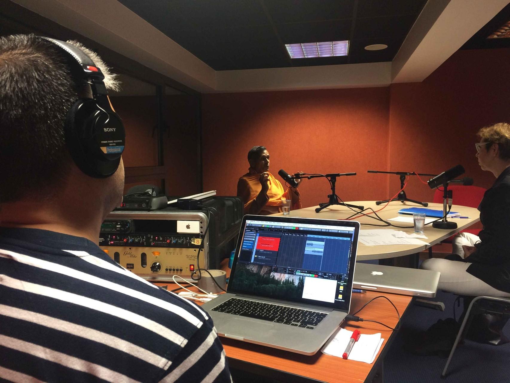 Jorge qui enregistre l'entretien avec Swami Veetamohananda