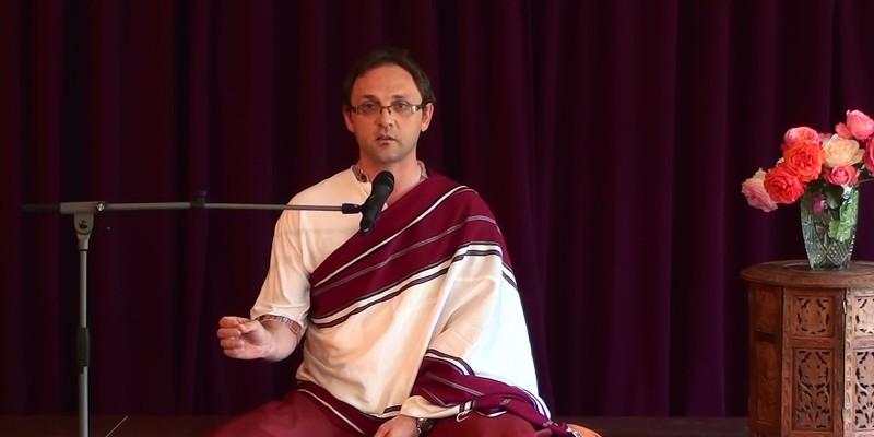 La prière bouddhiste tibétaine par le Lama Neljorpa Guétcheu