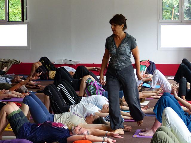 Maud Leynaud trad. Desikachar (présidente IFY) - Salle Vivekananda