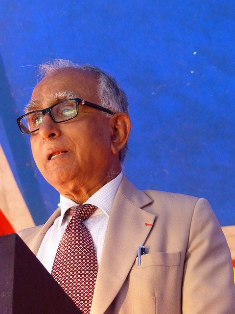 Dr Bikas Sanyal directeur de la maison de l'Inde - Sous le chapiteau