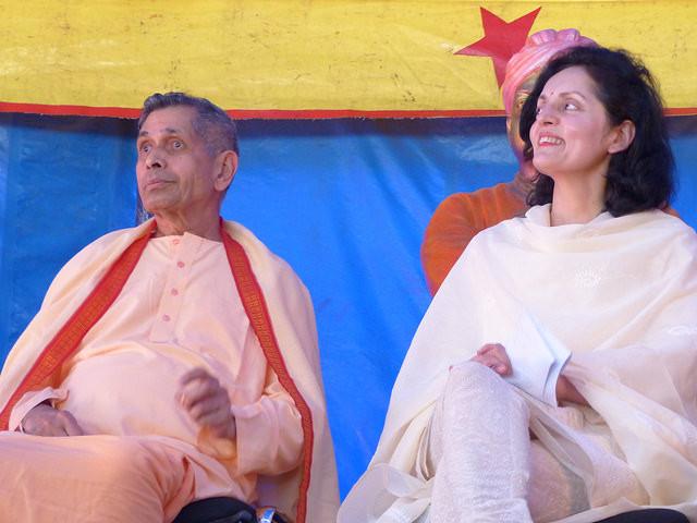 Swami Veetamohananda et S. Exc. Madame Ruchira KAMBOJ  Ambassadeur UNESCO,  Délégué permanent - Sous le chapiteau