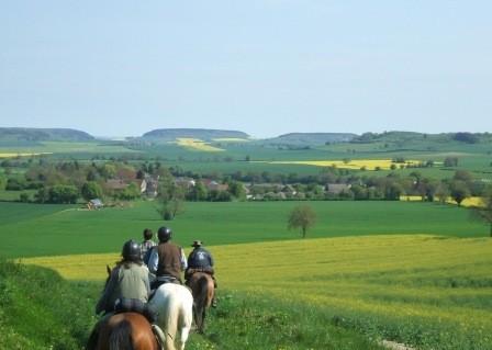 Cavaliers dans la plaine de Varzy
